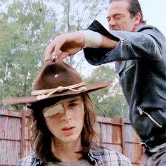 people always leave Carl The Walking Dead, Walking Dead Gif, Walking Dead Series, Rick Grimes, Carl Grimes Season 7, Negan And Carl, Team Negan, Riggs Chandler, The Walkind Dead
