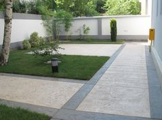 Ideal Work Elite Crete: stamped concrete, decorated floors and structural movement joint products and tools Stone Driveway, Driveway Design, Patio Design, Garden Design, Concrete Walkway, Cement Patio, Side Yard Landscaping, Sustainable Building Materials, Modern Front Yard