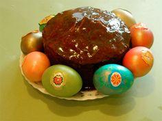 Кулич на сухих дрожжах с шоколадной глазурью: мука, молоко, яйца, масло, сахар, дрожжи, изюм, соль