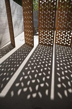 Geometric timber or metal outdoor screen Amrita Shergil Marg House, by ERNESTO…