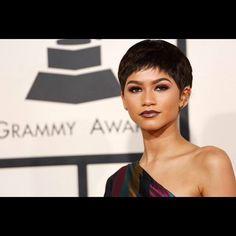 Zendaya/// her skin look perfect Pictures Of Zendaya, Pretty People, Beautiful People, 57th Annual Grammy Awards, Zendaya Maree Stoermer Coleman, Zendaya Style, Unique Faces, Great Hair, Hair Beauty