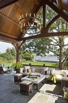 Sehe dir das Foto von HobbyKoechin mit dem Titel Wow was für ein TRaum Garten und Veranda. Das hohe Dach ist wunderschön mit dem Kronleuchter und die Sitzecke ist der Hammer und andere inspirierende Bilder auf Spaaz.de an.