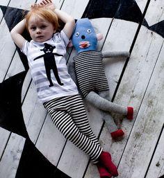 Lucky boy sunday - great shot - stripy leggings :)