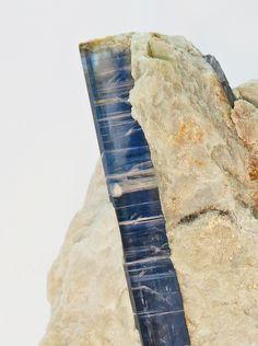 Kyanit (Disthen) 5 cm von der Alpe Sponda  Kyanite 5 cm Alpe Sponda / Switzerland  Copyright: Thomas Krauer Switzerland, Swiss Alps, Gemstones, Minerals, Rhinestones