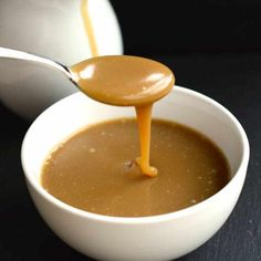 Delicious caramel sauce - Quick easy to make with just three ingredients. Drizzle it on pretty much anything to add some lovely caramel sweetness. Candy Recipes, Cupcake Recipes, Sweet Recipes, Baking Recipes, Dessert Recipes, Pudding Desserts, No Bake Desserts, Delicious Desserts, Caramel Cupcakes