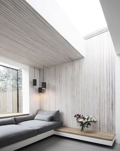 """11.1 mil Me gusta, 43 comentarios - Interior Design Magazine (@interiordesignmag) en Instagram: """"White-washed ash slats line a seating area in a London Victorian home's brick extension by local…"""""""