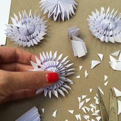 DIY blog s návody a nápady na šperky, doplňky, dekorace do bytu, mini recepty, DIY dárky i tipy pro ekologickou domácnost a kosmetiku. All Things Christmas, Christmas Diy, Christmas Ornaments, Paper Christmas Decorations, Advent, Diy Paper, Origami, Coconut, Crafts