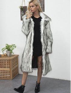 14c736fb7a3 Abrigos de pelo  Outfits  abrigosdepelo  moda  otoño2018  style  mujer