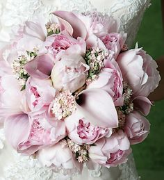 This is so gorgeous for a spring bride