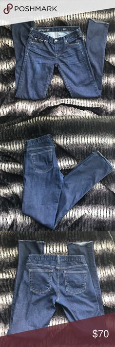 🌻J.Crew Matchstick Jeans VERY gently used J.Crew Matchstick Jeans Size 26R! Closet clean out! Make me an offer!! J. Crew Jeans Straight Leg