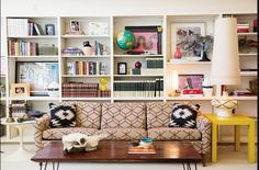 i want that living room Eclectic Design, Modern Design, Interior Design, Sustainable Living, Bird Houses, Family Room, Family Den, Mid-century Modern, Bookcase