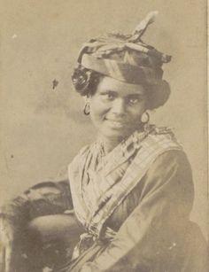 1881-1887: [photographie] / [explorateur Mr Cannelle]. F. 40. Fort-de-France, Mulâtresses et Quarteronnes;