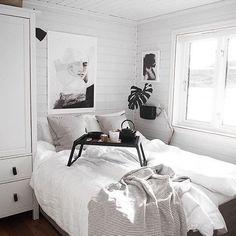 E esse quarto escandinavo, super simples e lindo de morrer? Quem mais queria um desses? ☝️😍 #casualfriday #espaço_co Foto via @by_betina . . .📐Projetos e dicas de decoração personalizadas em www.espaco-co.com.br 🌿Dicas de decoração e DIY, acesse nosso blog em www.espacoco.wordpress.com.br
