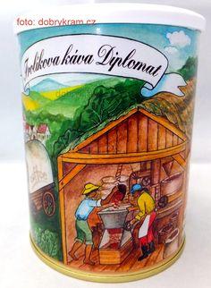 Frolíkova káva Diplomat je směsí arabiky z Jižní a Střední Ameriky a Asie Beverages, Drinks, Arizona Tea, Root Beer, Drinking Tea, Canning, Mugs, Asia, Drinking