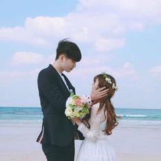 korean couple ulzzang having ice cream Girl Couple, Couple Shoot, Ulzzang Couple, Ulzzang Girl, Ulzzang Korea, Wedding Couples, Wedding Photos, Korean Wedding, Korean Couple