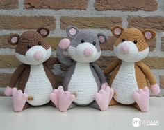 Joehoe, het patroon van hamster Cato is online!     Het patroon is vanaf nu te bestellen via de site van de Hobbygigant.     KLIK HIER ...