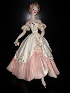 Florence-ceramic-figurine-women-in-dress