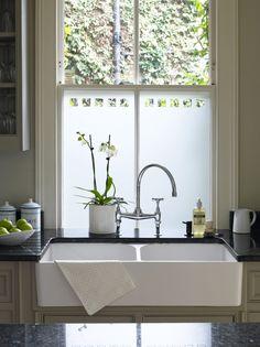 Trendy Kitchen Lighting Over Sink Diy Window Treatments Ideas Kitchen Window Dressing, Kitchen Sink Window, Bathroom Windows, Kitchen Windows, Kitchen Sinks, Home Decor Kitchen, New Kitchen, Kitchen Design, Updated Kitchen