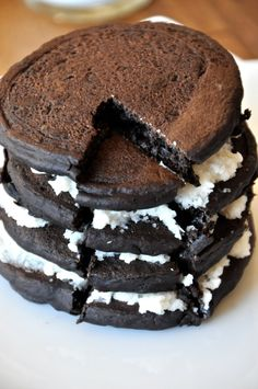 Oreo Pancakes | Vegan Oreo Pancake Recipe from the Minimalist Baker.  This, with some chocolate or coconut syrup, might be an awesome once a year treat at Christmas or another holiday.