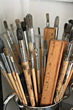 i love paint brushes! its all in the brush! Tattoo Studio, Artist Brush, Video Games For Kids, Love Painting, Paint Brushes, Art Studios, Art Supplies, Palette, Pencil
