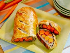 Food network recipes 324962929367427385 - Get Carrot Wellington Recipe from Food Network Source by lisakpetersen Food Network Recipes, Food Processor Recipes, Recipe Network, Katie Lee Food Network, Kitchen Recipes, Cooking Recipes, Wellington Food, Vegetable Wellington, Veggie Dishes