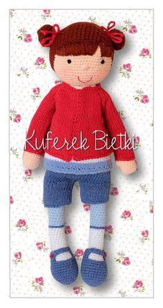 Jalla - lalka wykonana na szydełku. Lalka ubrana jest w sweterek, szorty i buciki, które można zdejmować.   Wielkość:około 37 cm   Mat...