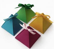 ピラミッド型ギフトボックステンプレート画像 Simple Gifts, Easy Gifts, Creative Gifts, Creative Ideas, Paper Gift Box, Paper Gifts, Gift Boxes, Paper Boxes, Diy Gift Box Template