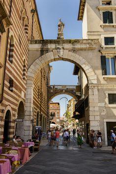 Piazza dei Signori in Verona, Italië, www.luxetent.nl/italie