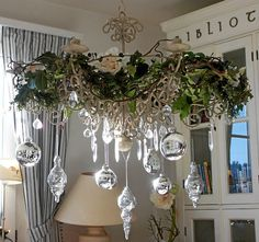 Silver and white Christmas Shabby Chic Christmas, Elegant Christmas, Noel Christmas, White Christmas, Silver Christmas Decorations, Christmas Chandelier Decor, Silver Ornaments, Glass Ornaments, Chandelier Ideas
