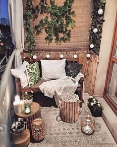 DIY Home Decoration – Trash to Treasure Projects Ideas Small Balcony Design, Small Balcony Decor, Balcony Ideas, Balcony Garden, Modern Balcony, Glass Balcony, Small Patio, Patio Ideas, Apartment Balcony Decorating