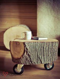 Petite table basse en souche d'arbre
