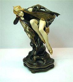 Una figura de estilo Art Nouveau