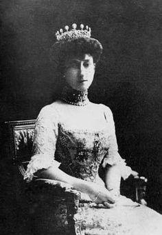 Maud seated.