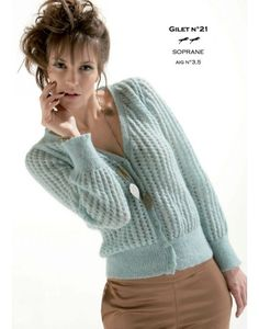 Cheval Blanc publishes annually more than a hundred knitting patterns in the trend of the moment. Knitting Designs, Knitting Patterns Free, Knit Patterns, Free Knitting, Crochet Cardigan, Knit Crochet, Drops Design, Cardigans For Women, Mantel