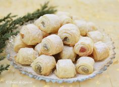Cornulete cu rahat (de post) - Desert De Casa - Maria Popa Romanian Food, Romanian Recipes, Vegan Desserts, Cake Recipes, Bakery, Stuffed Mushrooms, Deserts, Gem, Low Carb