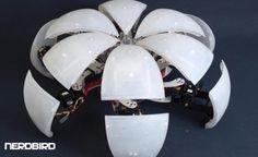 Para quem sonhava em ver um Autobot ao vivo, a ciência está cada vez mais perto de tornar esse sonho realidade! Um pequeno robô que se move como uma aranha, mas pode se transformar em uma bola.