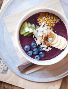 killer acai bowl at The Good Life Eatery in London