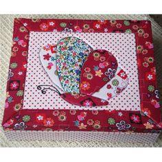 Caja con patchwork embutido
