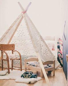 Lace teepee, use old lace curtain? DIY teepee for a child Diy Teepee, Teepee Tutorial, Deco Kids, Kids Corner, Kid Spaces, Kids House, Kids Bedroom, Kids Rooms, Diy For Kids