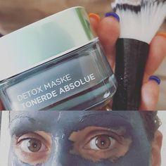 Mal einen Tag frei...und was wird gemacht? Natürlich #Training (✔) und #Beauty 😉 #detox #tonerde #tonerdeabsolue #loreal #lookingabitscary #gesichtsmaske #aluminaoxide #facialmask #facialcare #INSTADETOX