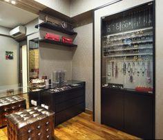 love the jewelry display!