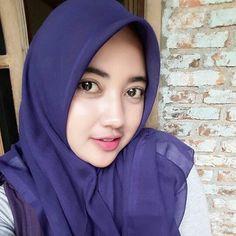 Hijaber Manja: Icca Model Beautiful Hijab From Bandung Hijabi Girl, Girl Hijab, Beautiful Muslim Women, Beautiful Hijab, Muslim Fashion, Hijab Fashion, Women's Fashion, Muslim Beauty, Hijab Chic