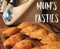 Recipe Mum's pasties by Thermonats, learn to make this recipe easily in your kitchen machine and discover other Thermomix recipes in Baking - savoury. Potato Puffs, Steamed Dumplings, Beef Recipes, Healthy Recipes, 5 Recipe, Hand Pies, Tamales, Small Plates, Light Recipes