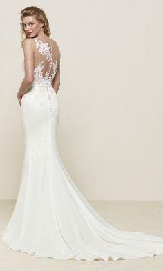 88f493989a Drenoa  Wedding dress with lace and gemstone appliqués - Pronovias