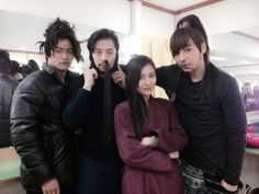 Joo Jin Mo, Kwon Oh Jung, Ha Ji Won & Jin Yi Han on the set of Empress Ki