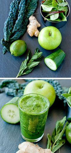 Smoothie detox  Kale, gingembre, concombre,  menthe, citron vert, jeunes pousses, menthe, pomme verte