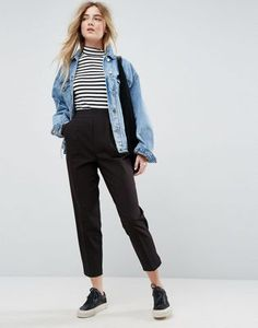 Asos High Waist Tapered Pants Button trousers outfit ideas for women. Pretty Outfits, Fall Outfits, Casual Outfits, Cute Outfits, Black Trousers Outfit Casual, Work Outfits, Look Fashion, Korean Fashion, Fashion Outfits