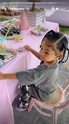 Cute Little Girls Outfits, Toddler Outfits, Kids Outfits, Looks Kylie Jenner, Kyle Jenner, Baby Girl Fashion, Kids Fashion, Estilo Jenner, Kylie Travis