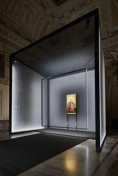 Exhibition Of Madonna Della Misecordia By Piero Della Francesca At Palazzo Marino - Picture gallery