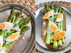 S vášní pro jídlo: Chřest s parmazánem a vejcem Avocado Toast, Cobb Salad, Breakfast, Food, Morning Coffee, Essen, Meals, Yemek, Eten
